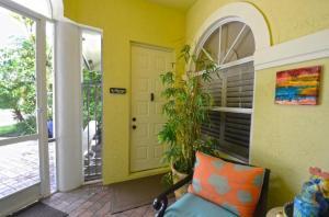 2741  Twin Oaks Way  For Sale 10547716, FL