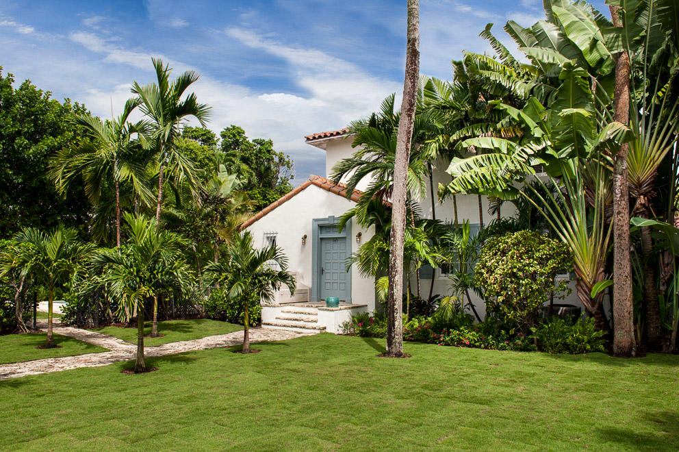 Photo of home for sale at 145 Kings Road, Palm Beach FL