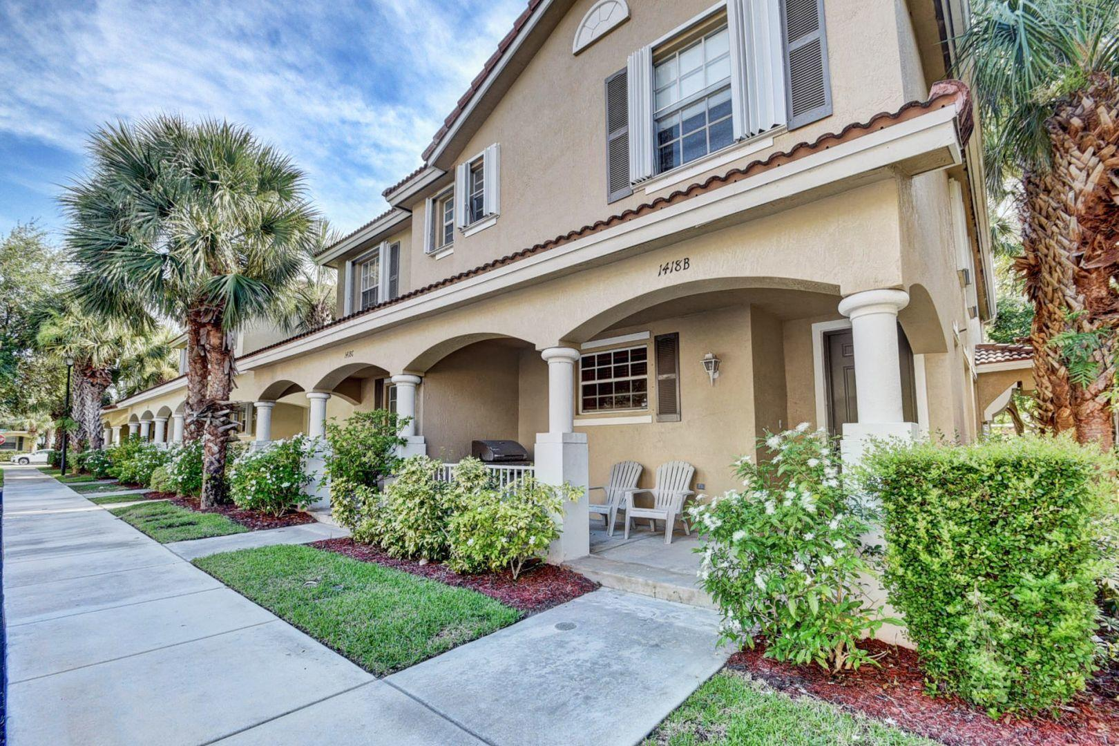 Photo of home for sale at 1418 Wickham Circle W, Delray Beach FL