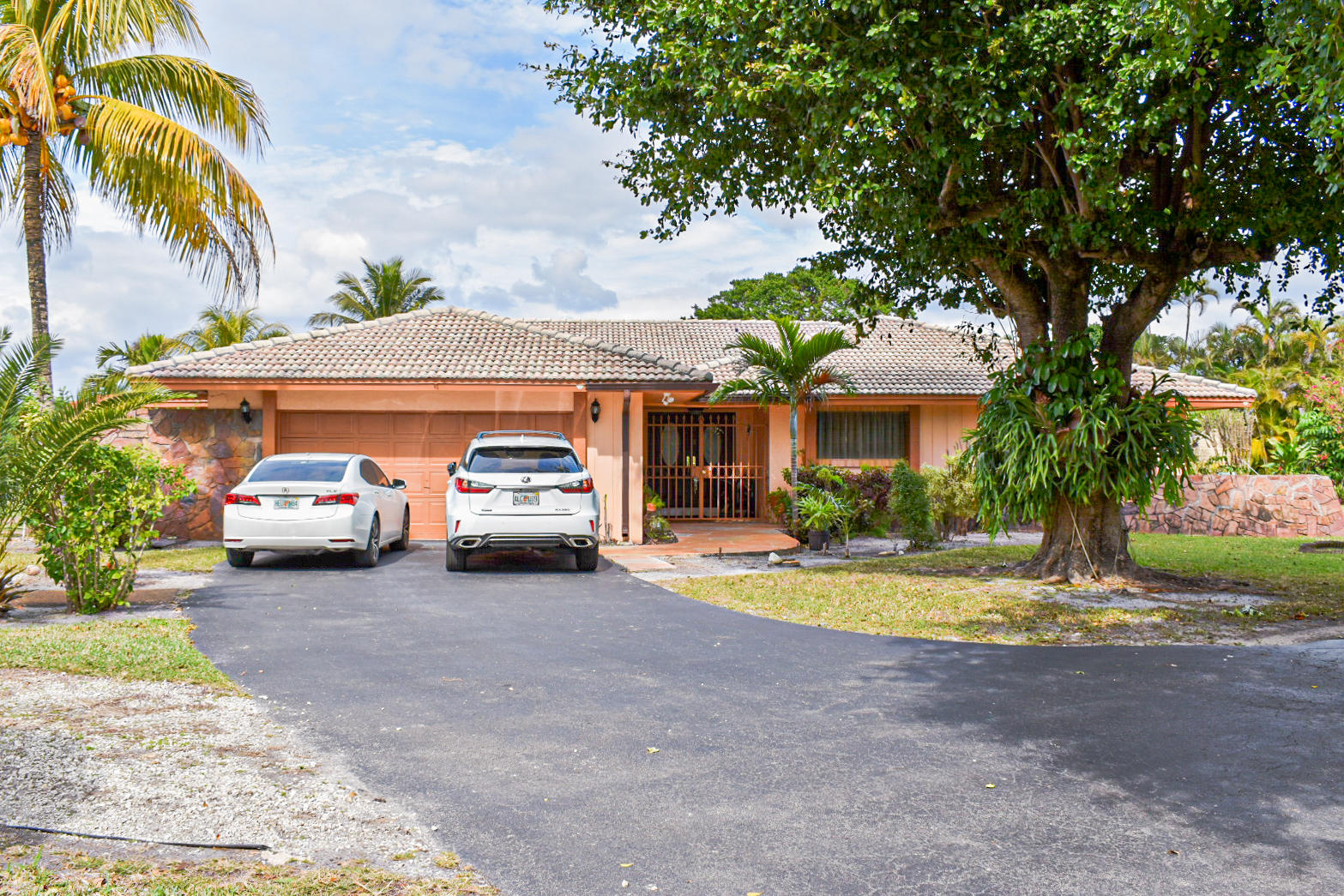 Photo of home for sale at 18600 Troon Drive, Hialeah FL