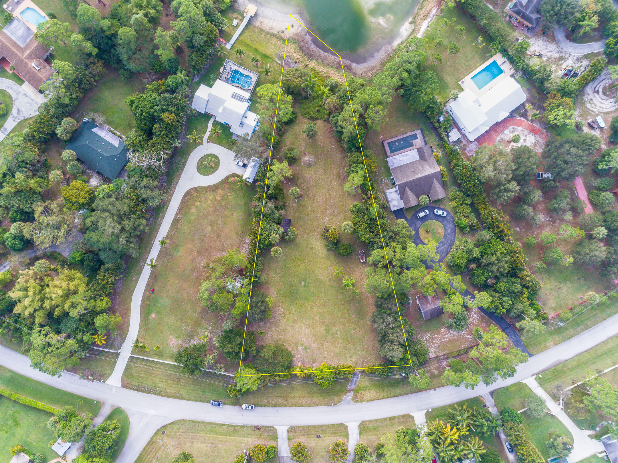 Photo of home for sale at 4760 Square Lake Drive, Palm Beach Gardens FL