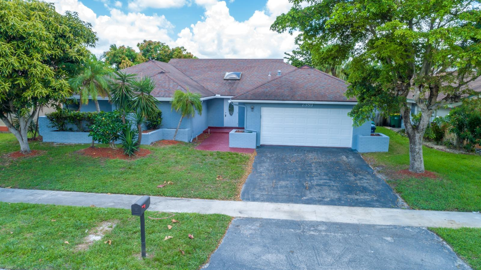 Photo of home for sale at 7389 49 Street NW, Lauderhill FL