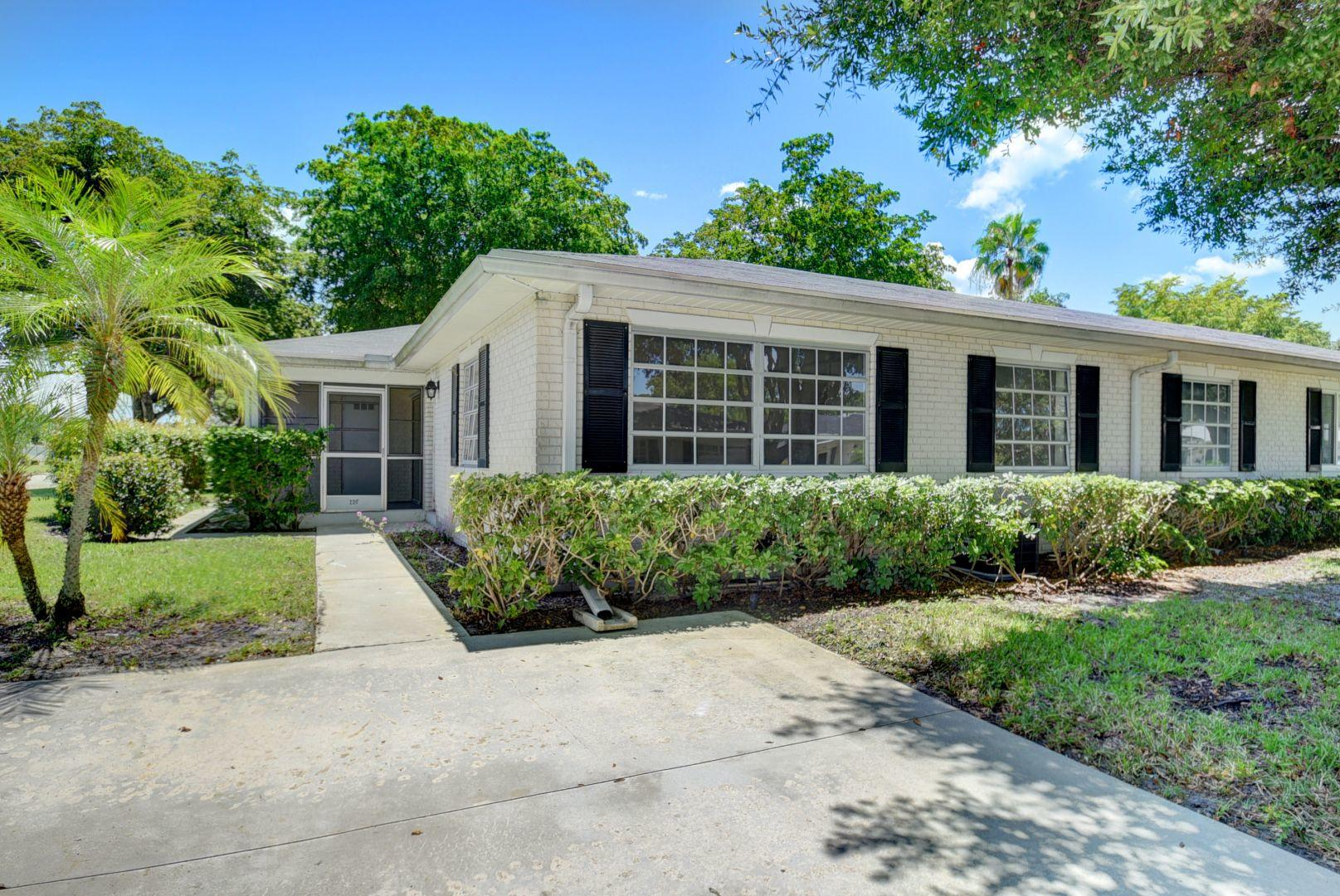 Photo of home for sale at 10074 41st Terrace S, Boynton Beach FL