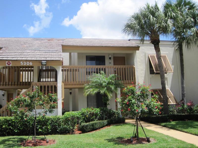 5306 Cedar Lake Drive 204 Boynton Beach, FL 33437