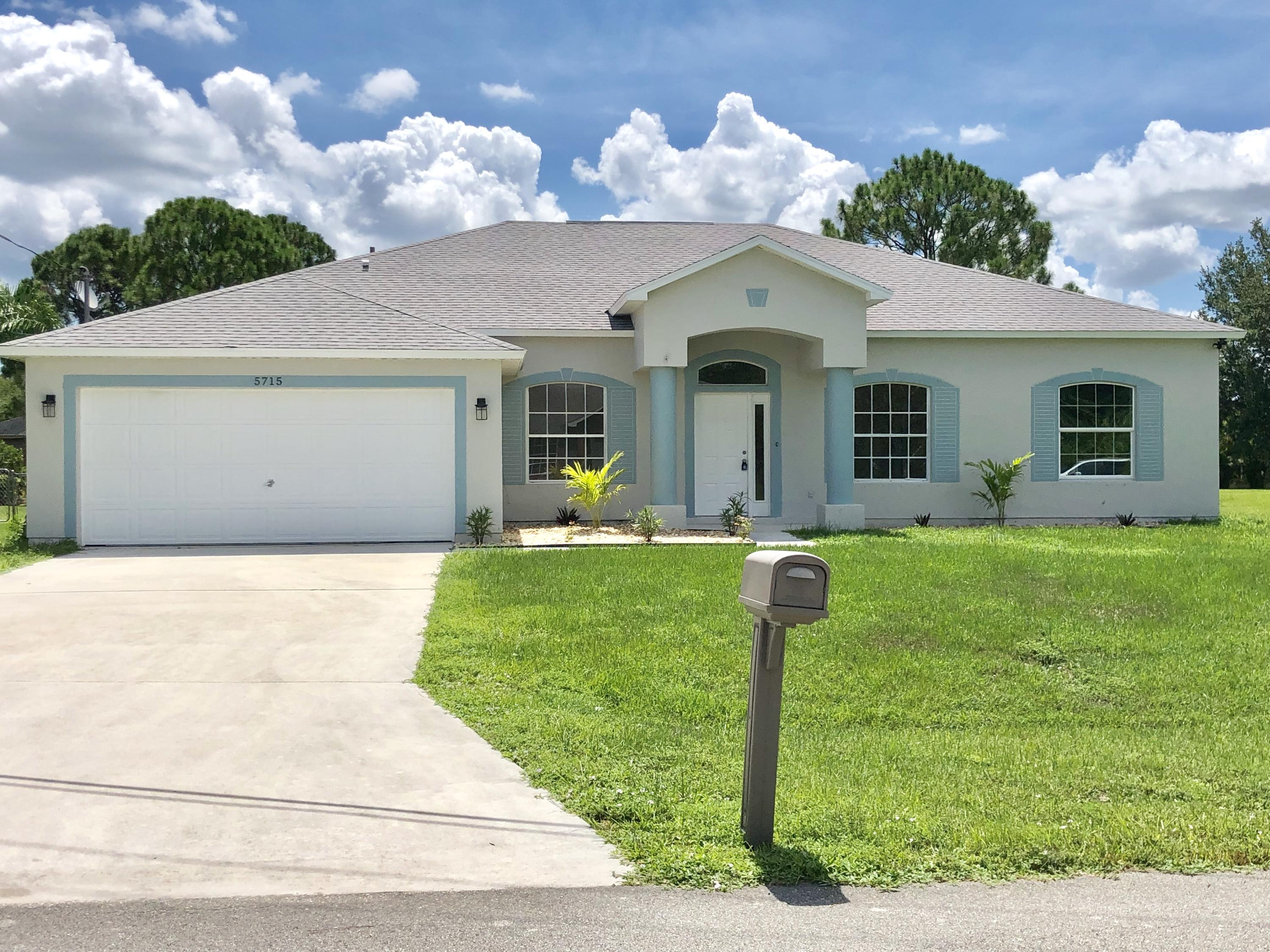 5715 NW Cullom Court, Port Saint Lucie, Florida