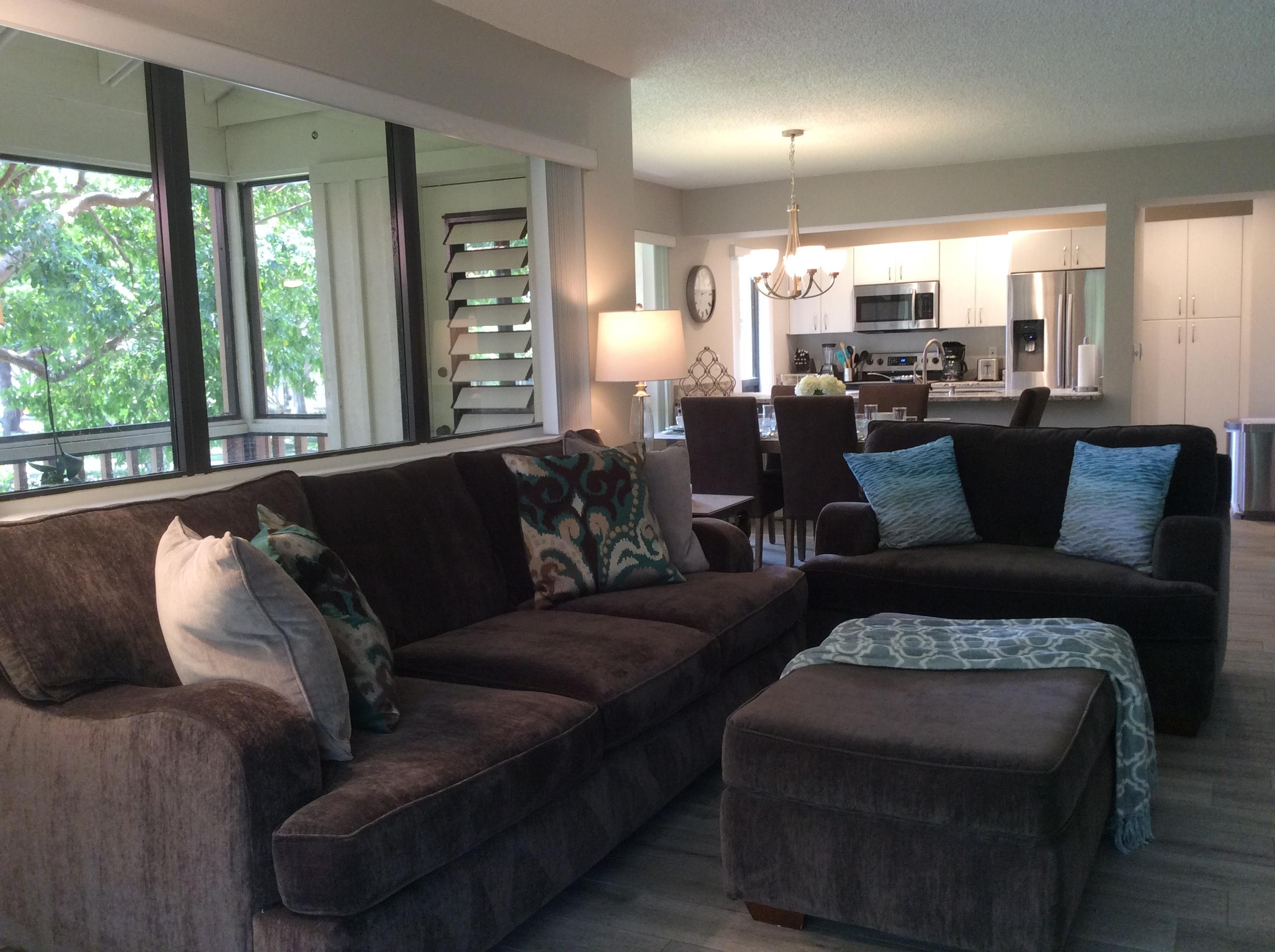 Photo of home for sale at 119 Brackenwood Road, Palm Beach Gardens FL