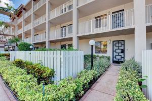 HUNTINGTON POINTE home 6269 Pointe Regal Circle Delray Beach FL 33484