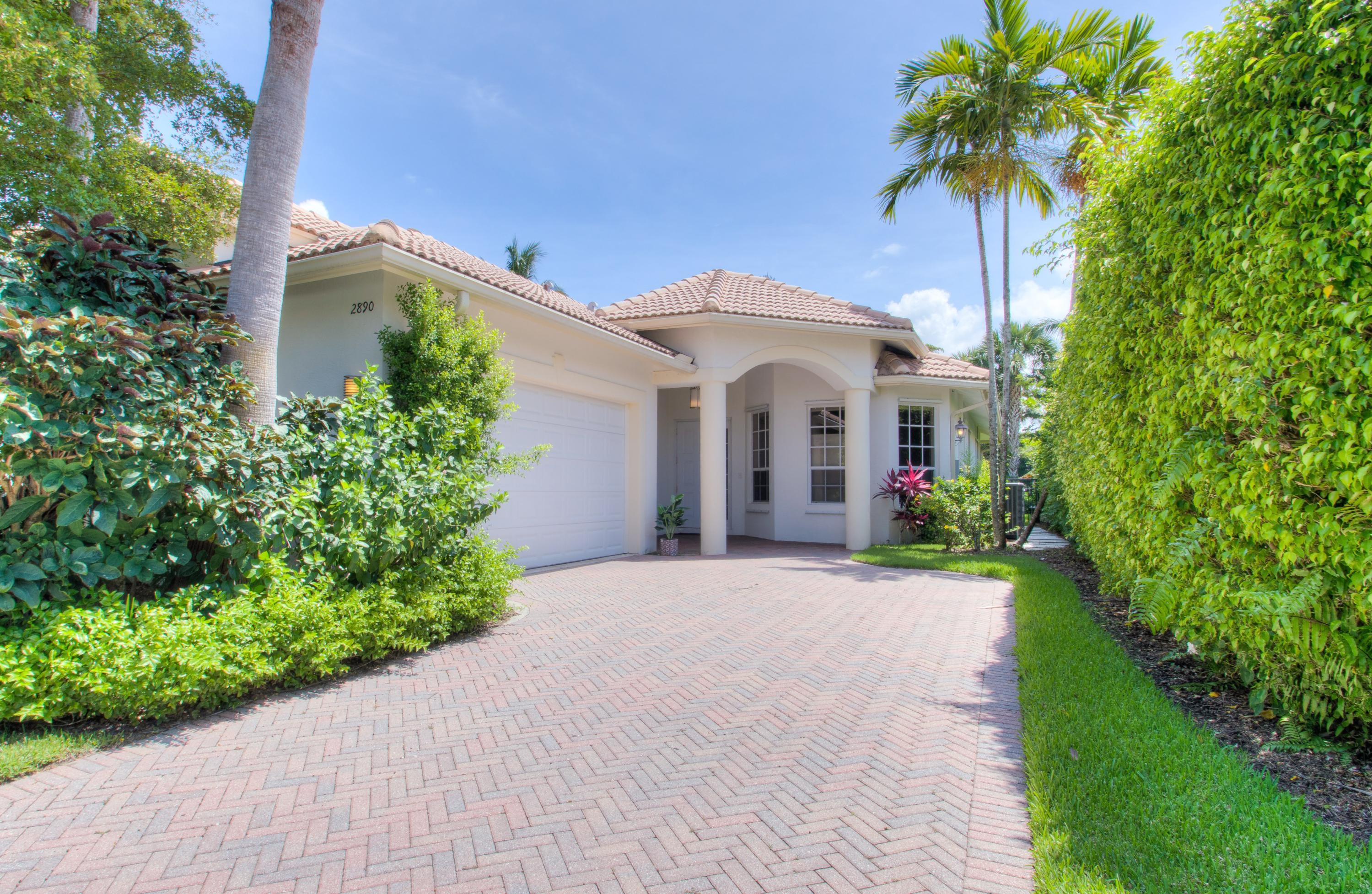 2890 Twin Oaks Way - Wellington, Florida