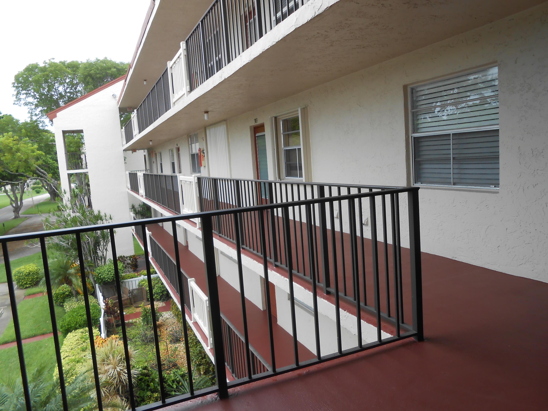 25 Abbey Lane 304  Delray Beach, FL 33446