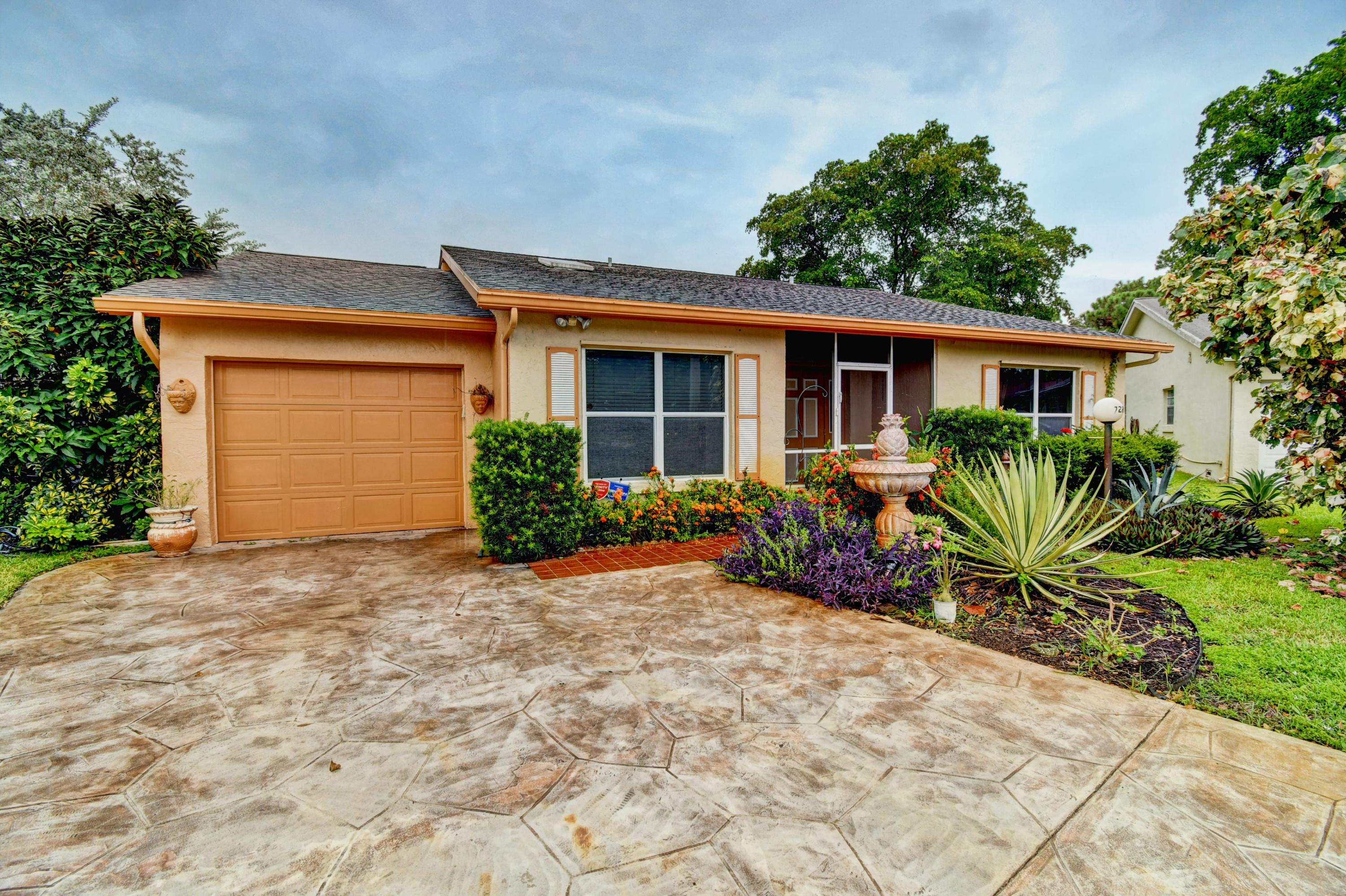 7286 Pinecone Terrace Lake Worth, FL 33467