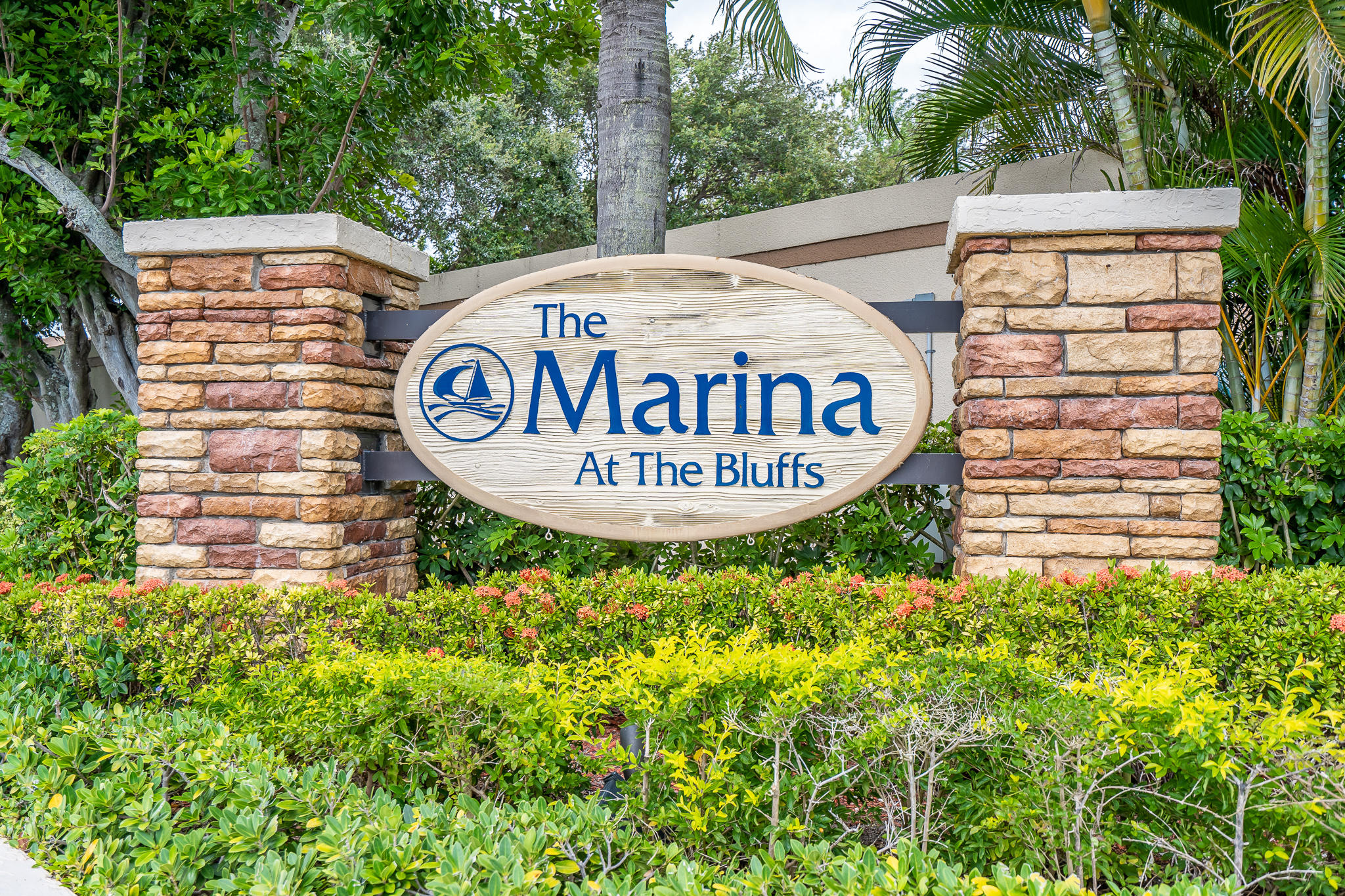 BLUFFS MARINA REALTOR