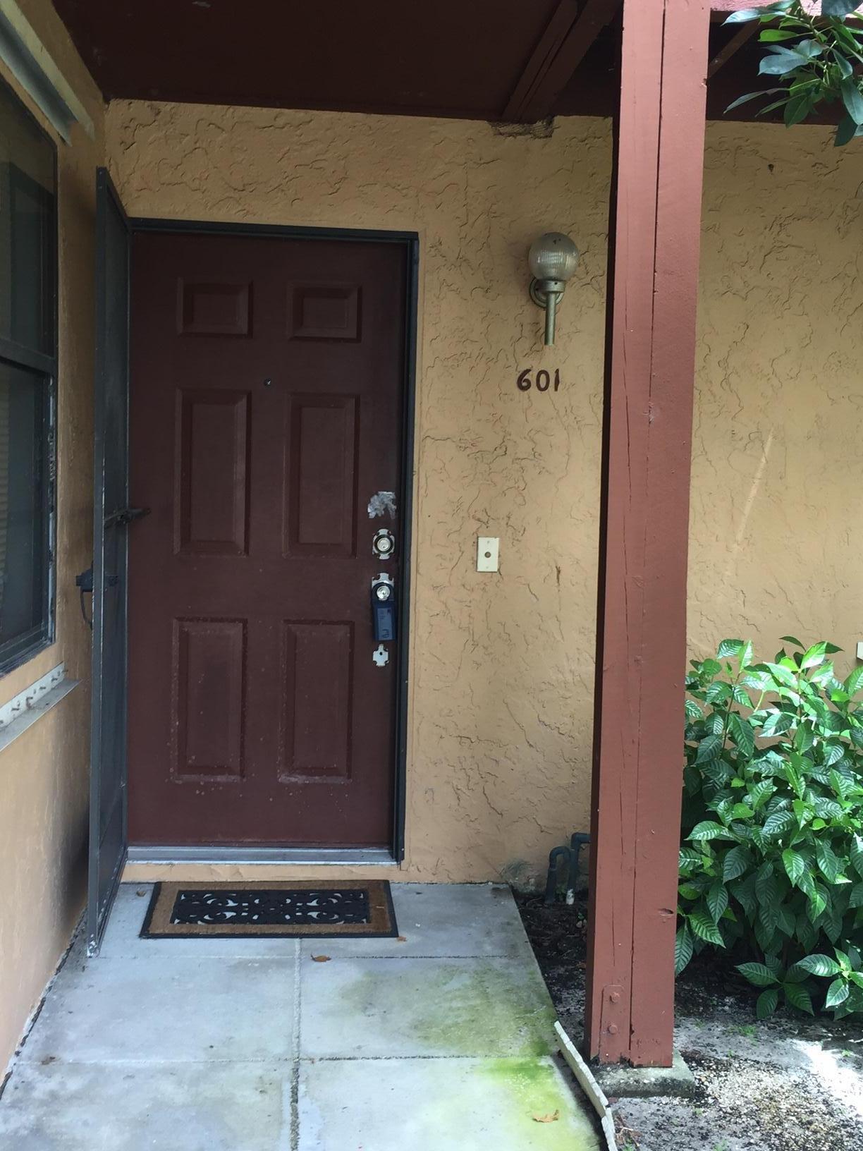 601 Lakeview Drive 601 Royal Palm Beach, FL 33411