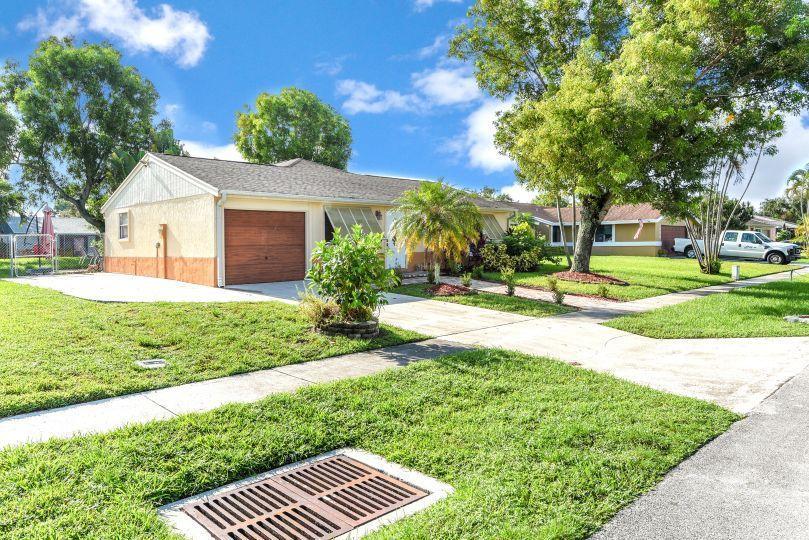 1346 Donwoods Lane Royal Palm Beach, FL 33411 photo 24