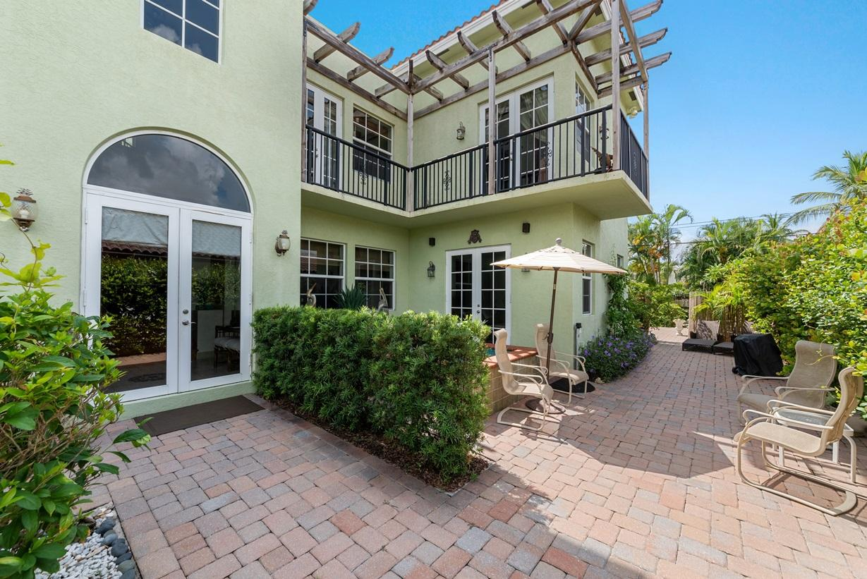 724 Park Place West Palm Beach, FL 33401 photo 2
