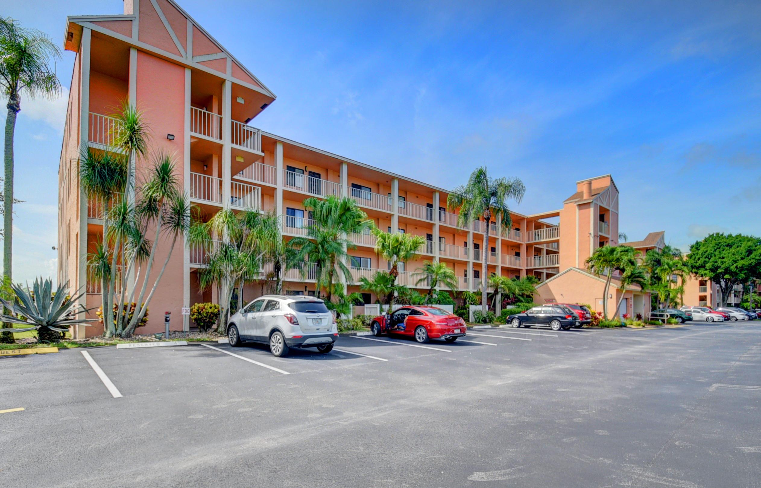 7270 Ashford Place 401  Delray Beach, FL 33446