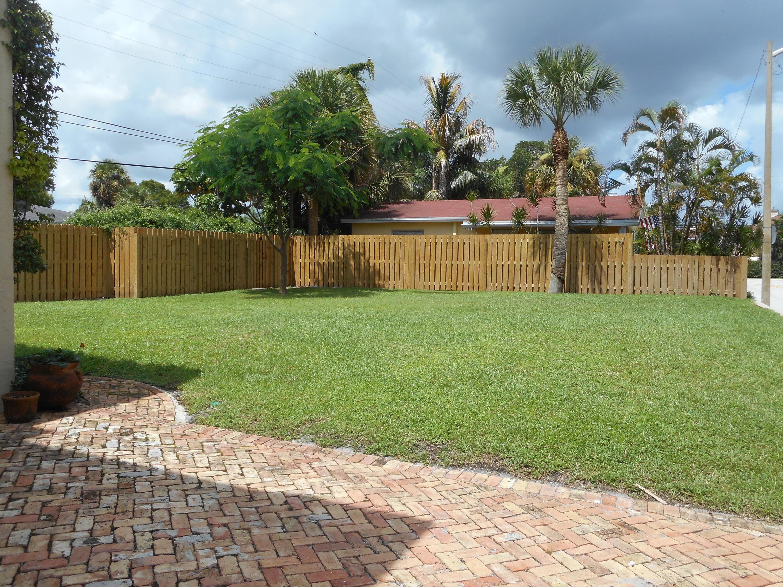 230 Lytton Court West Palm Beach, FL 33405 photo 4