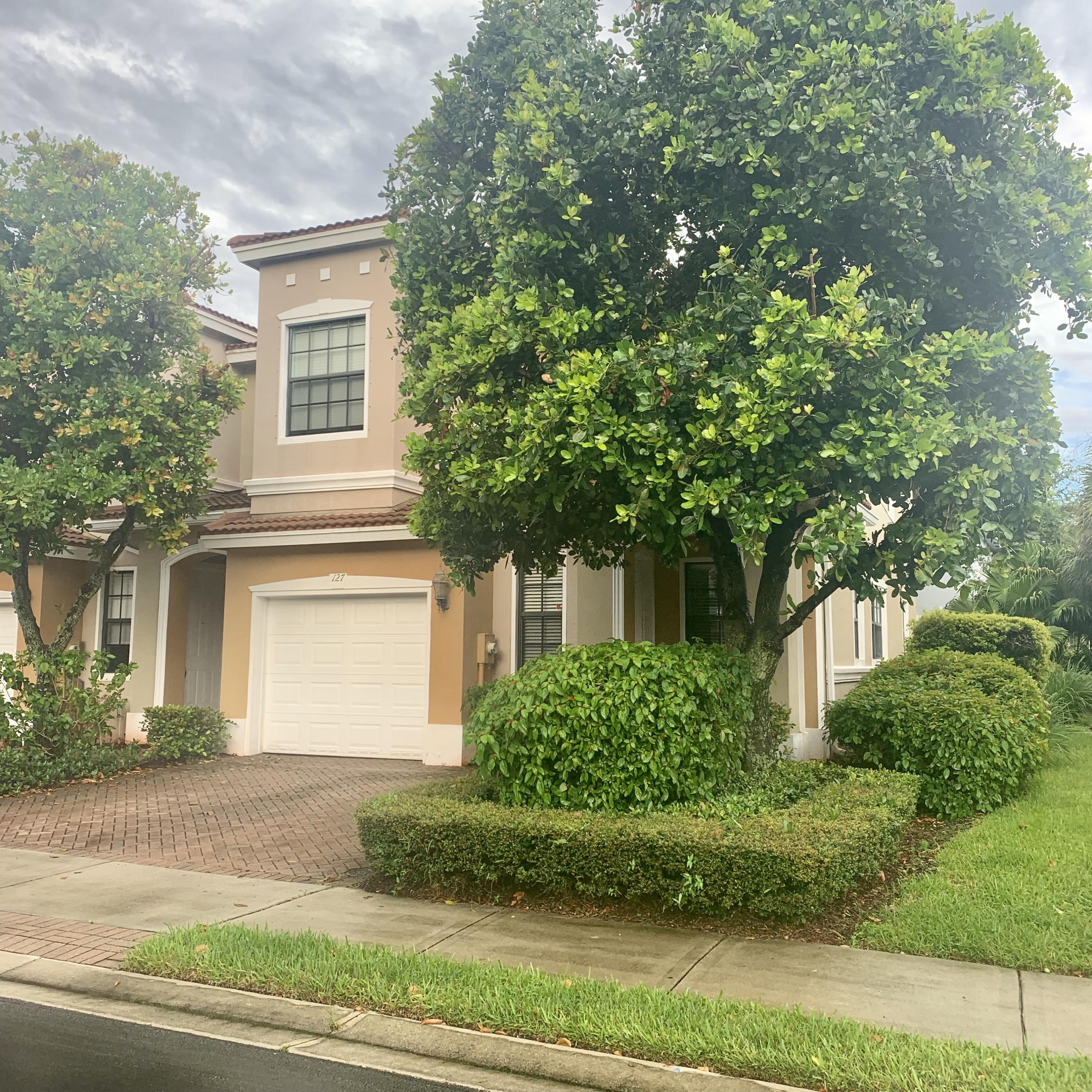 127 Delancy Avenue  Delray Beach, FL 33484