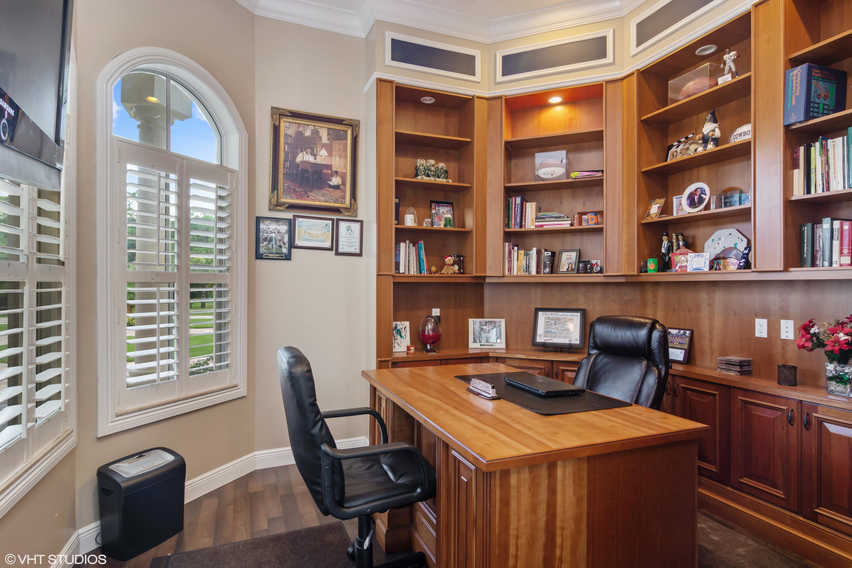 Office w/Built Ins