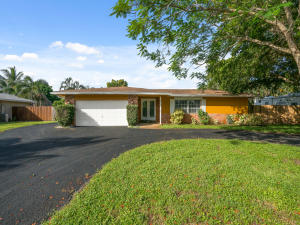 Property for sale at 810 SW 69th Terrace, Plantation,  Florida 33317