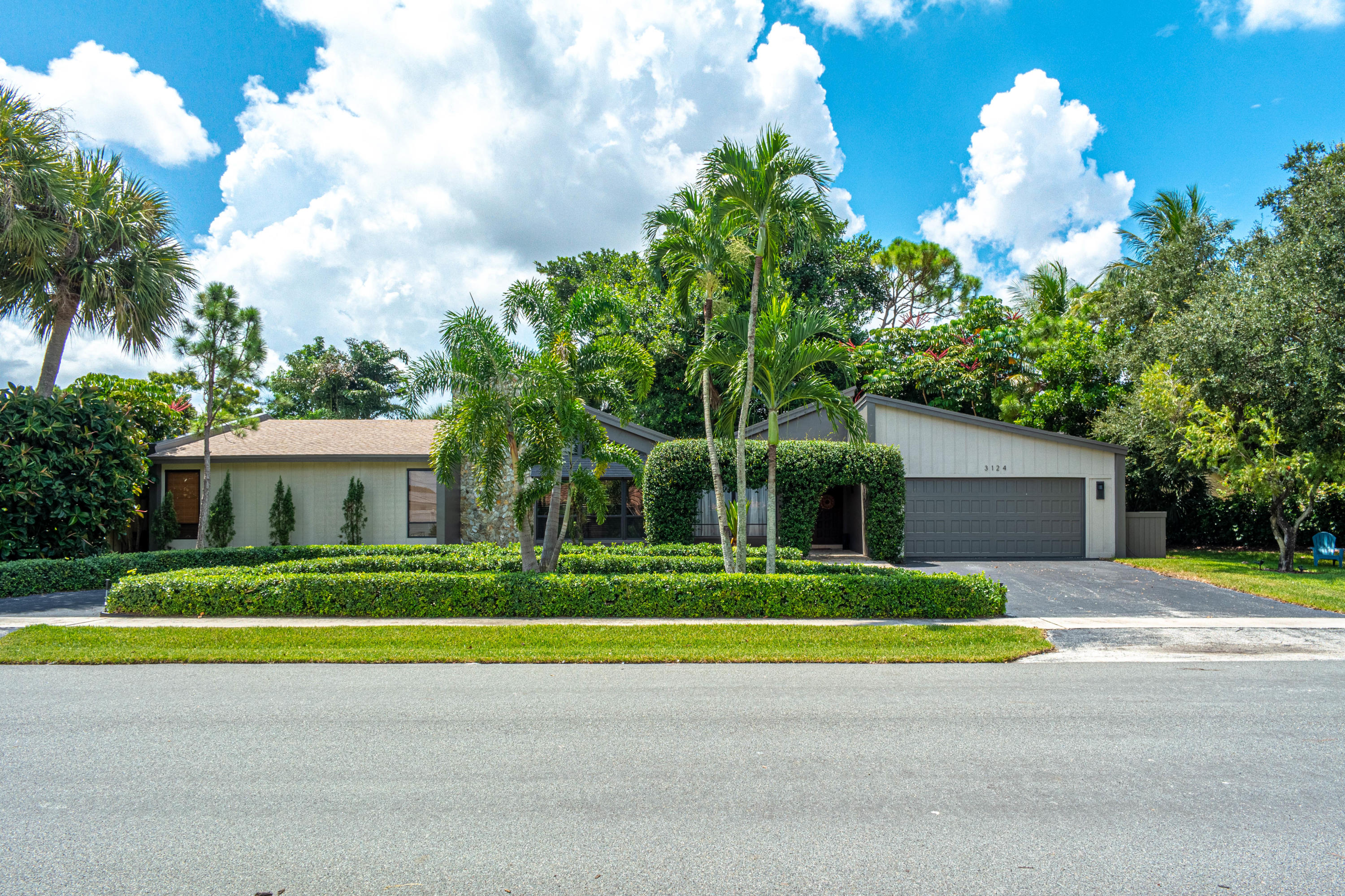 3124 Lakeview Boulevard  Delray Beach, FL 33445