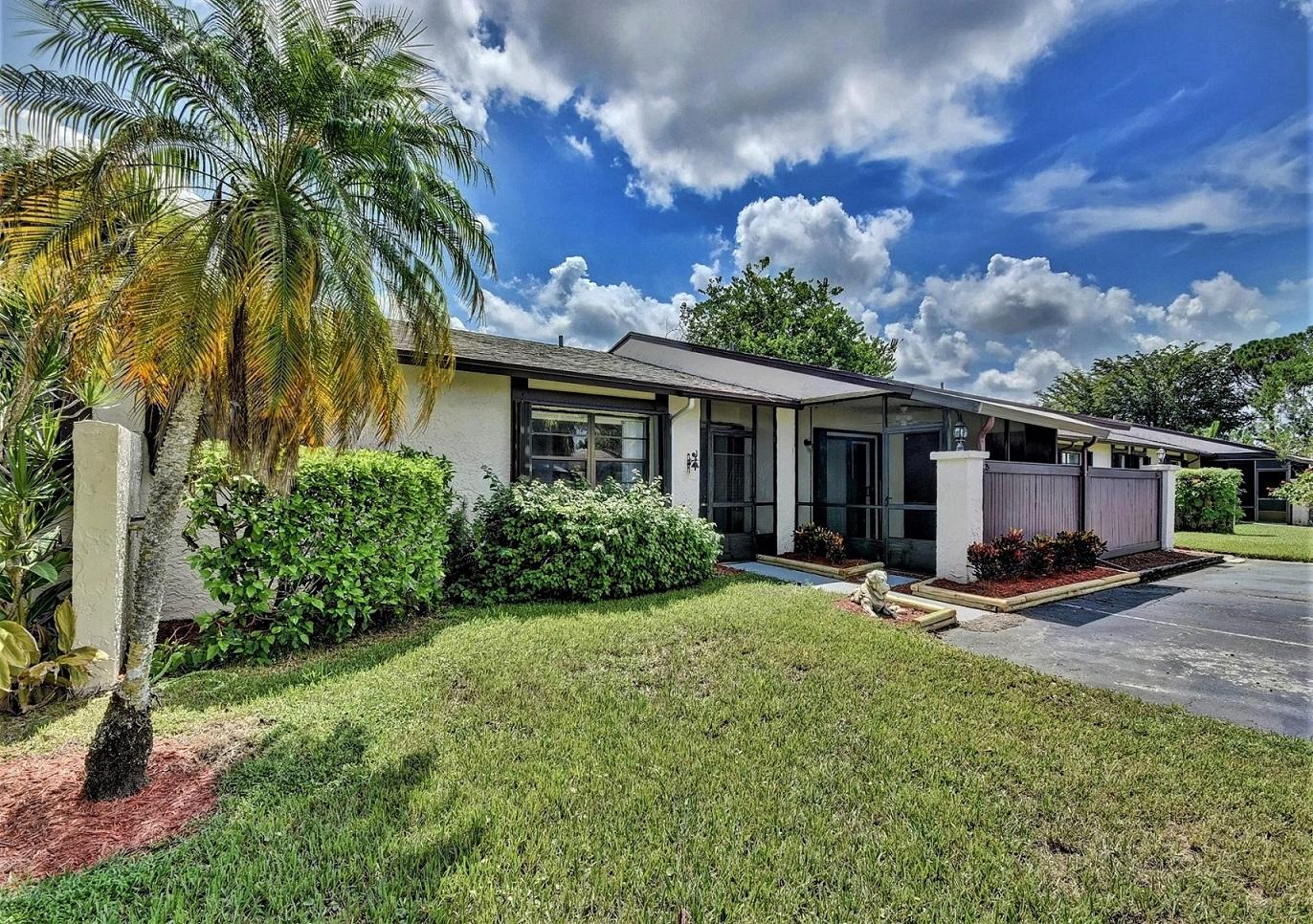 85 Conaskonk Circle Royal Palm Beach, FL 33411