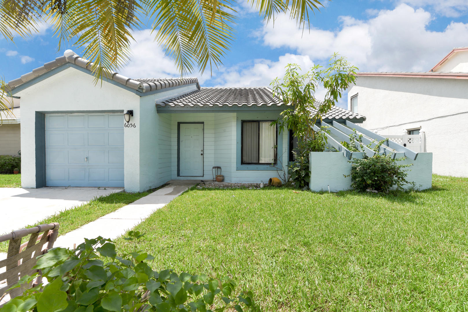6056 Strawberry Fields Way Lake Worth, FL 33463 photo 2