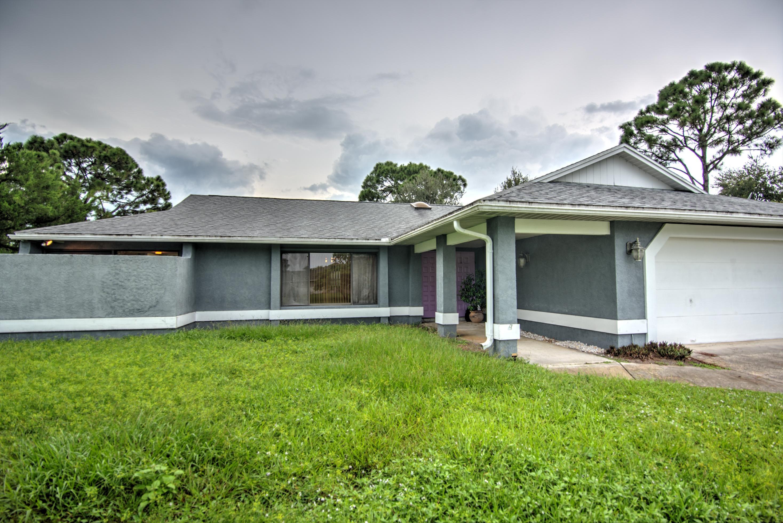 1572 SE Sandia Drive, Port Saint Lucie, Florida