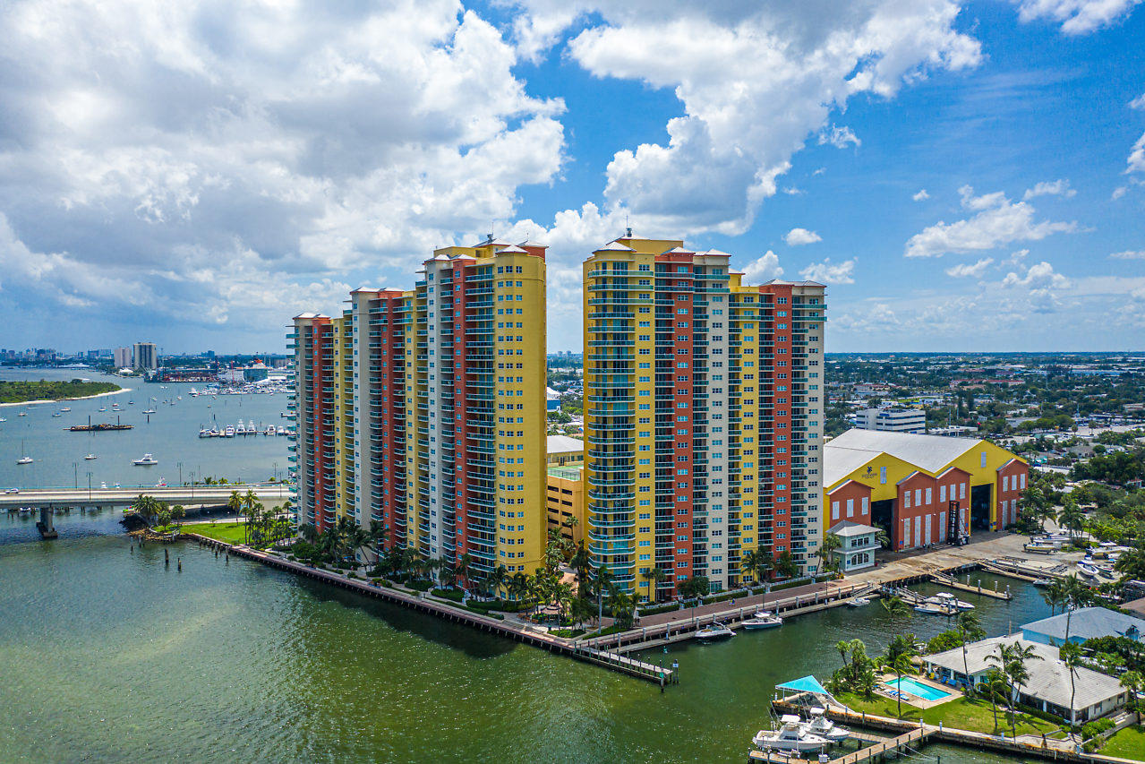 2640 Lake Shore Drive 911, Riviera Beach, Florida 33404, 2 Bedrooms Bedrooms, ,3 BathroomsBathrooms,F,Condominium,Lake Shore,RX-10555398