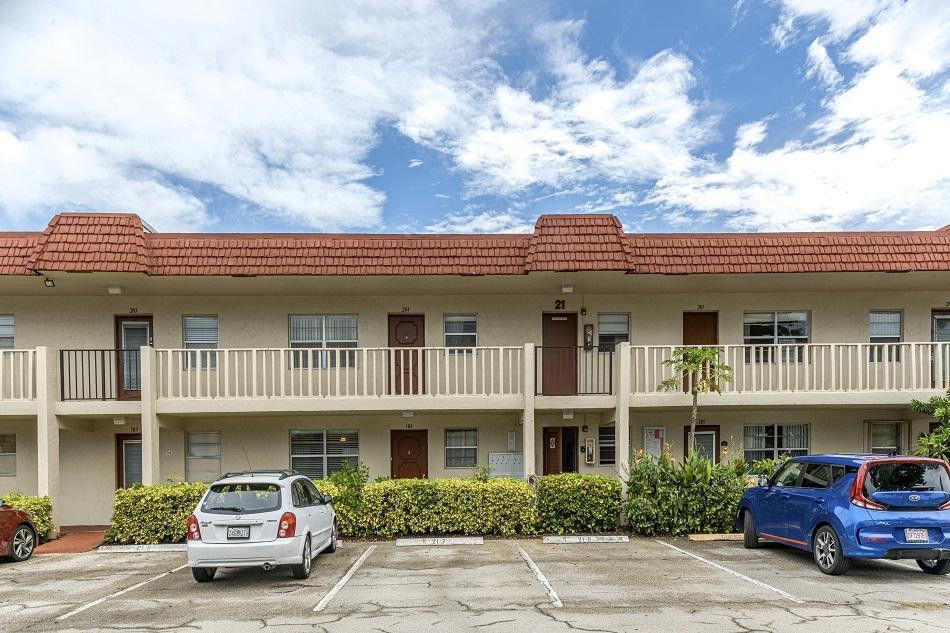 3 Abbey Lane 104  Delray Beach, FL 33446