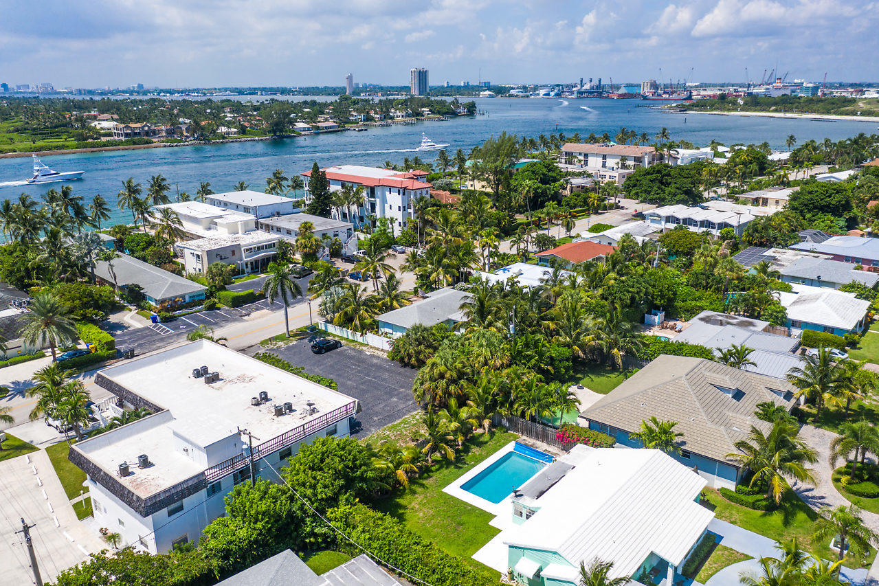 PALM BEACH SHORES REALTY