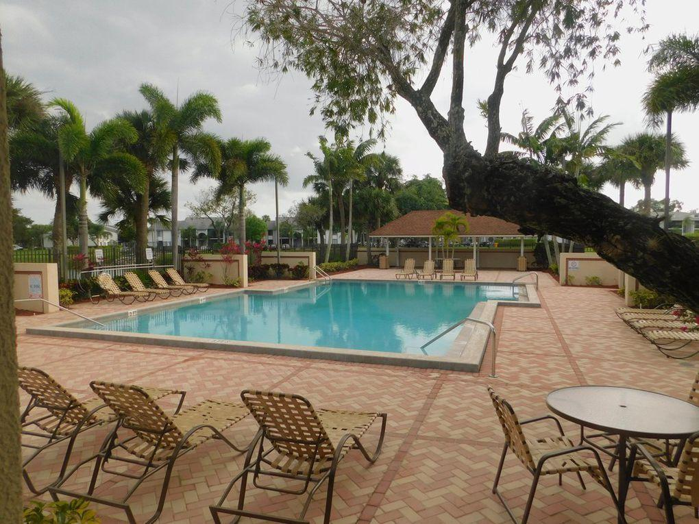 WATERSIDE LUXURY TOWNHOMES CON HOMES FOR SALE
