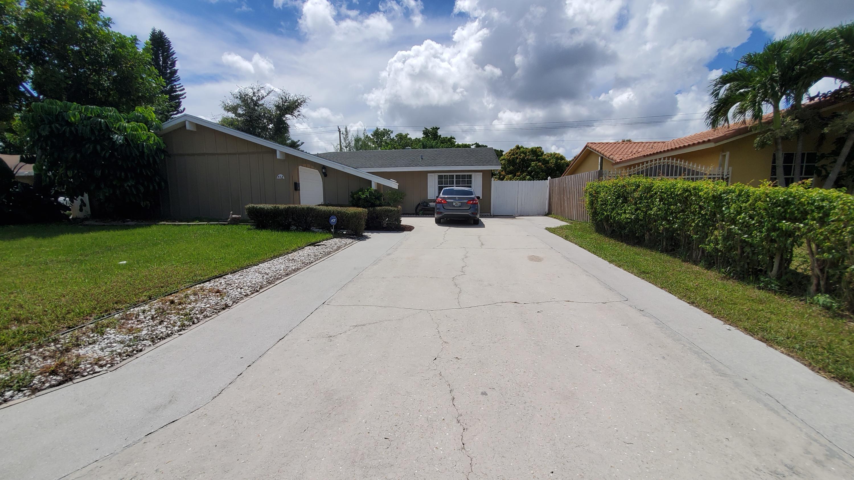 712 Avenue Chaumont  Delray Beach, FL 33445