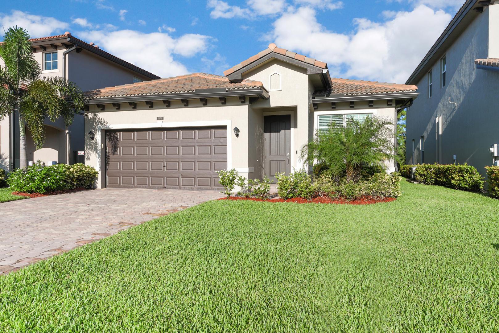 6879 Langdon Way Lake Worth, FL 33463