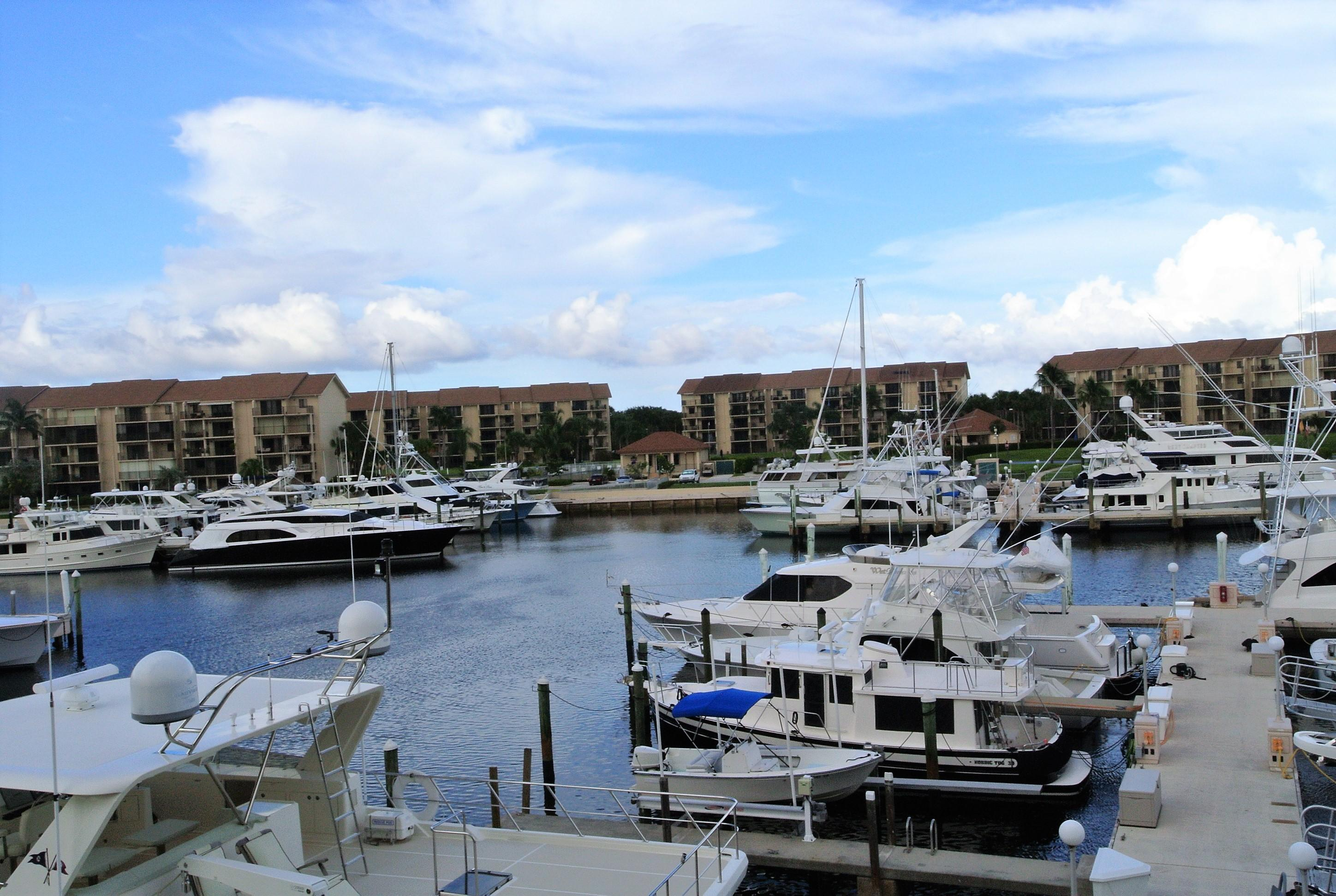 BLUFFS MARINA HOMES