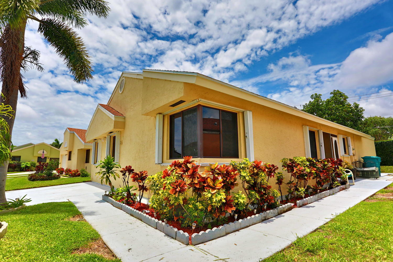 25 Hawthorne Lane Boynton Beach, FL 33426