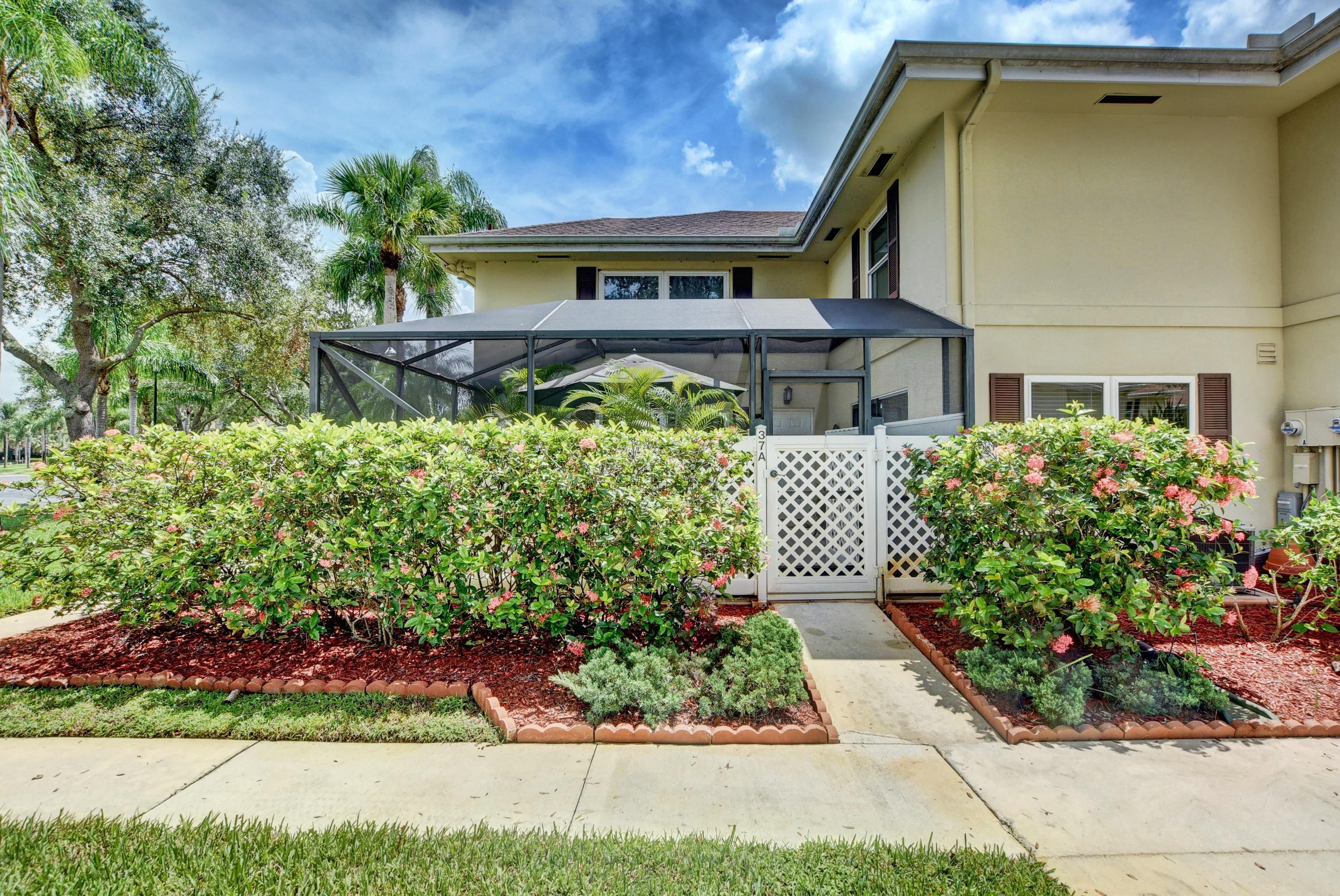 37 Danbury Court A Royal Palm Beach, FL 33411