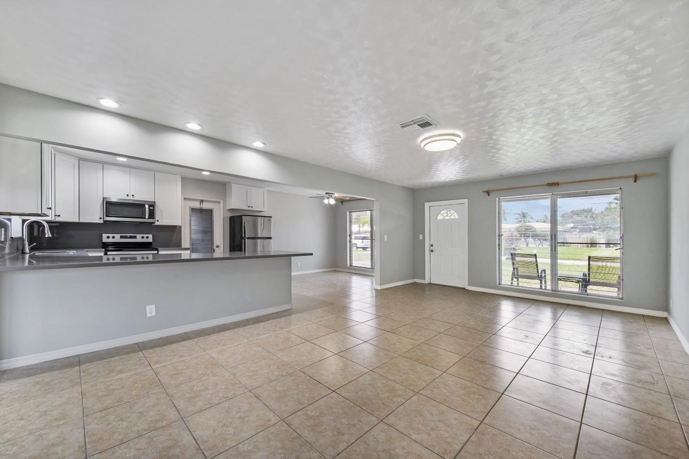 436 NE 34th Street Boca Raton, FL 33431 photo 6