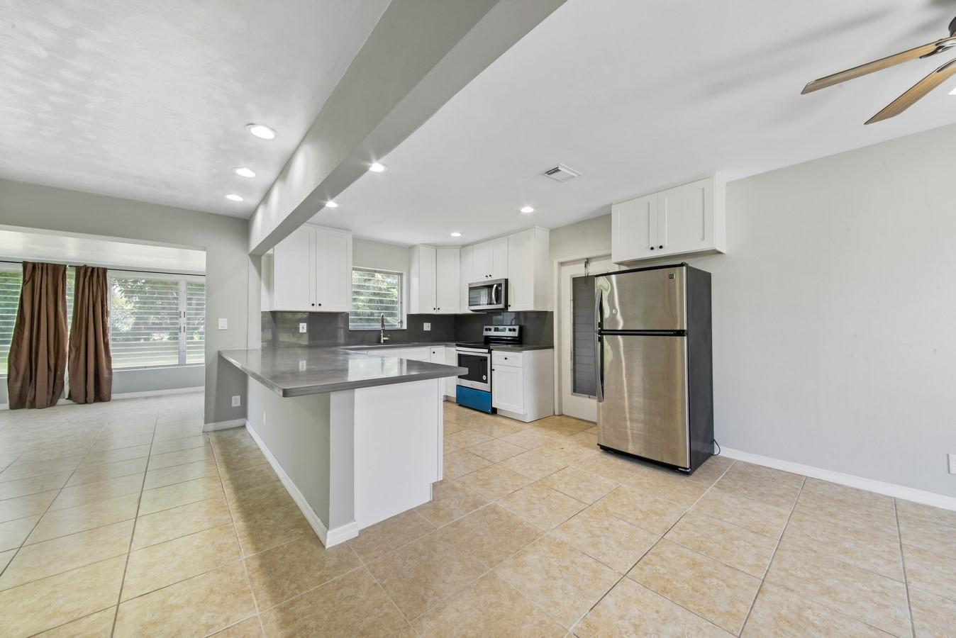 436 NE 34th Street Boca Raton, FL 33431 photo 8