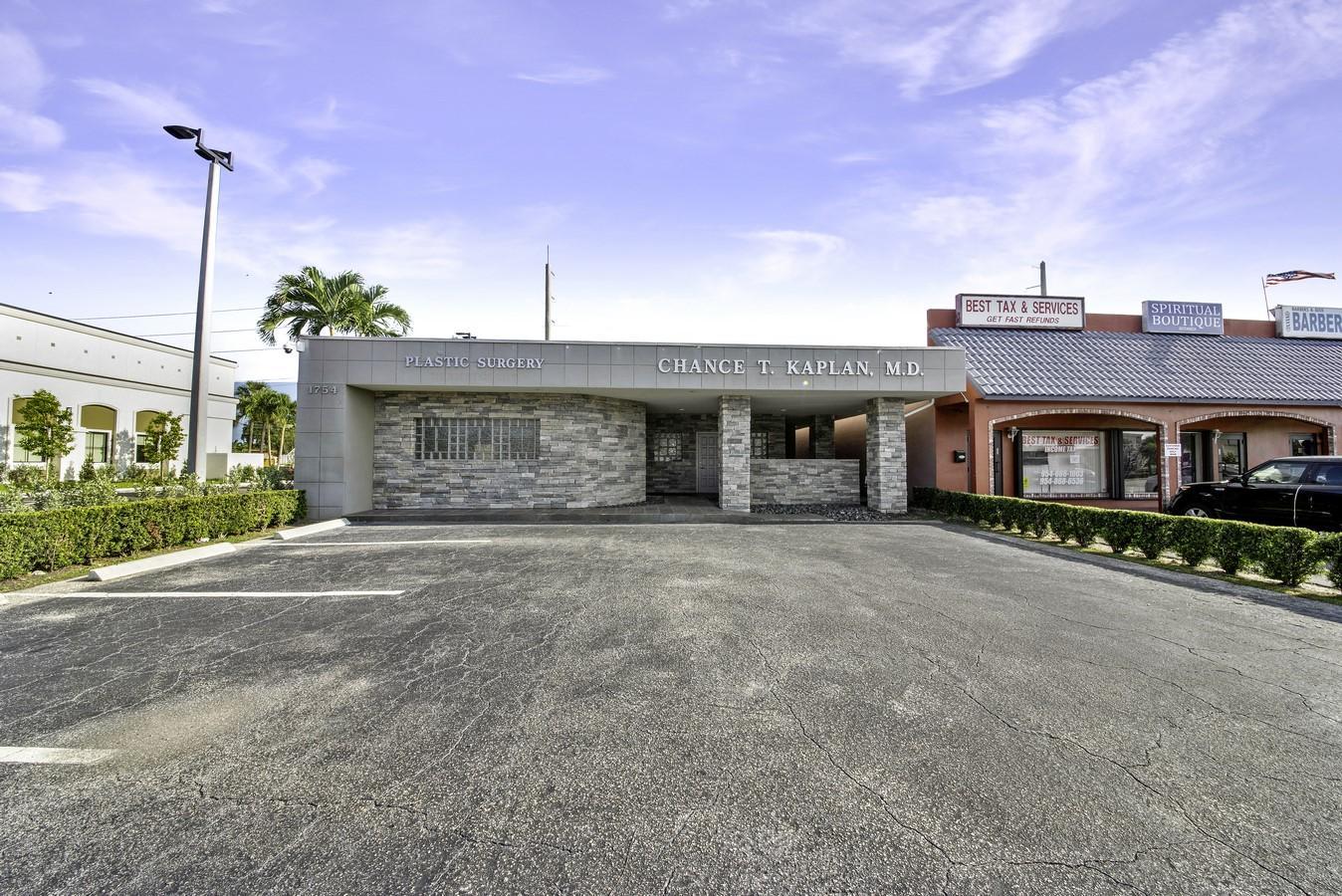 1754 E Commercial Boulevard Fort Lauderdale, FL 33334 photo 24