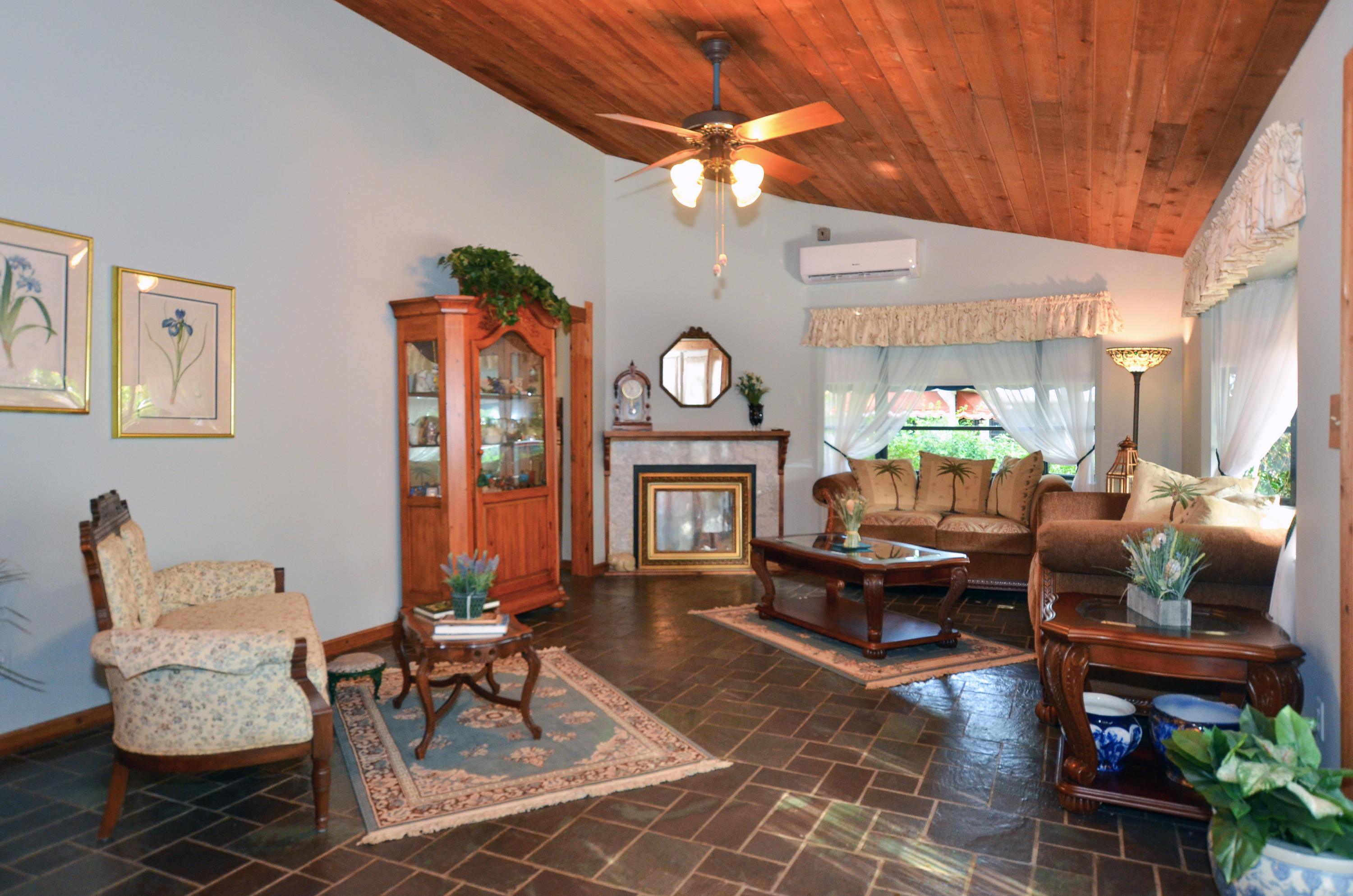 POINT ST LUCIE REALTY