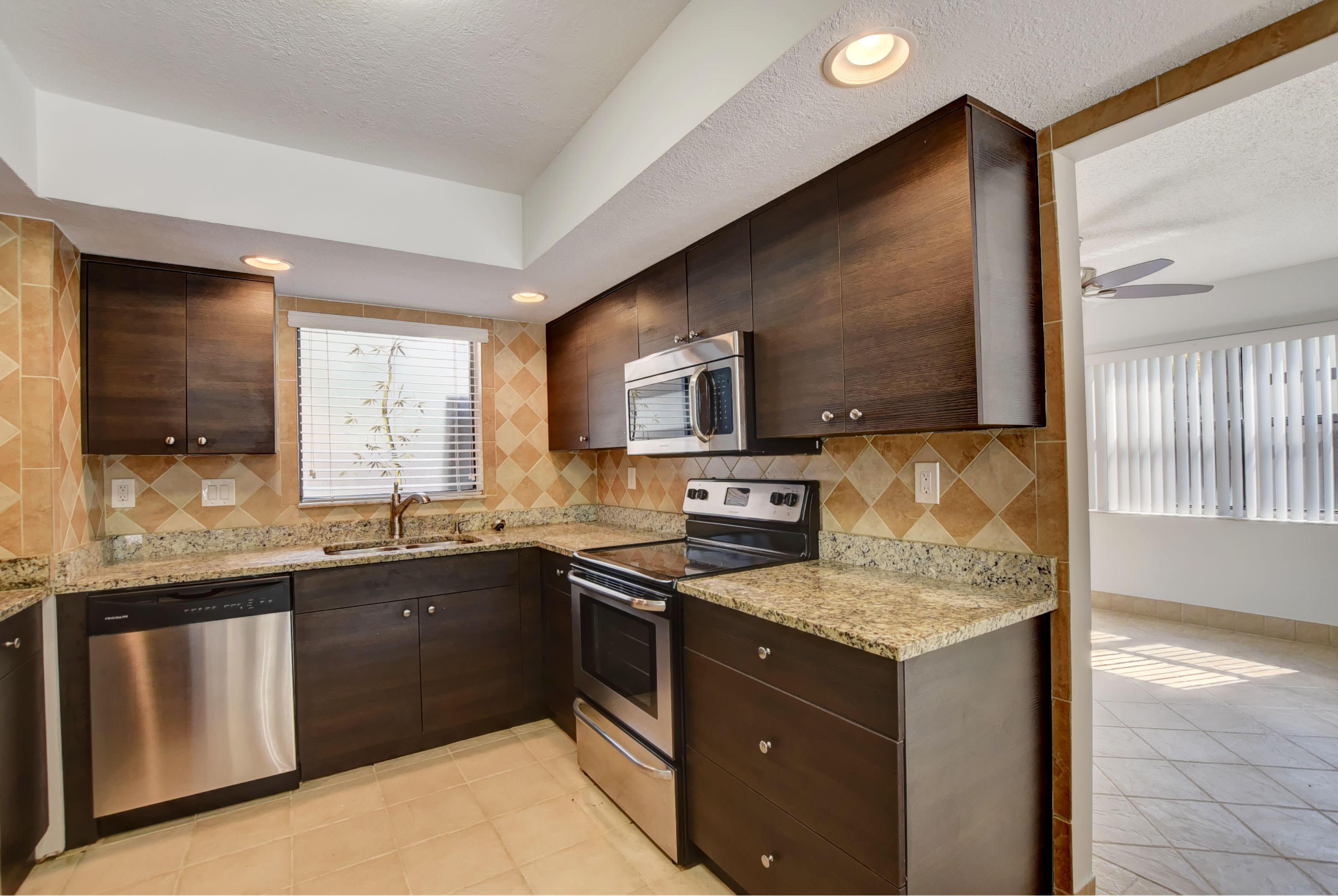 148 Weybridge Circle B Royal Palm Beach, FL 33411