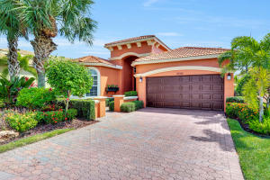 8694  Via Brilliante   For Sale 10560752, FL