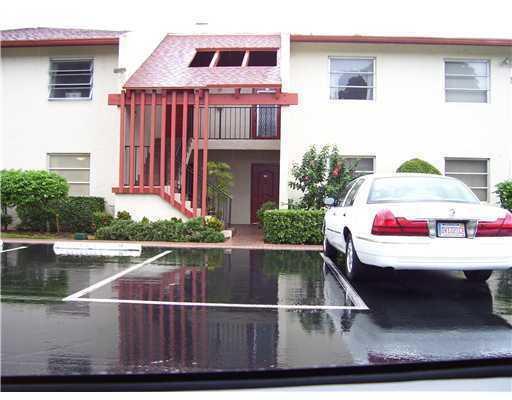14823 Cumberland Drive 208  Delray Beach, FL 33446