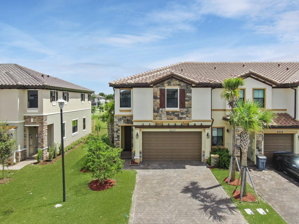 5317 Santa Maria Avenue Boynton Beach, FL 33436
