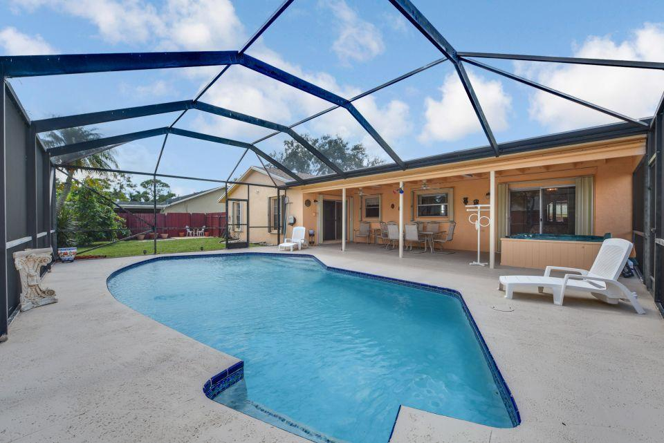 113 Santa Cruz Avenue Royal Palm Beach, FL 33411 photo 2