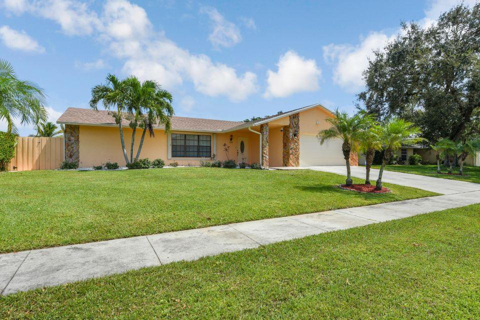 113 Santa Cruz Avenue Royal Palm Beach, FL 33411 photo 3