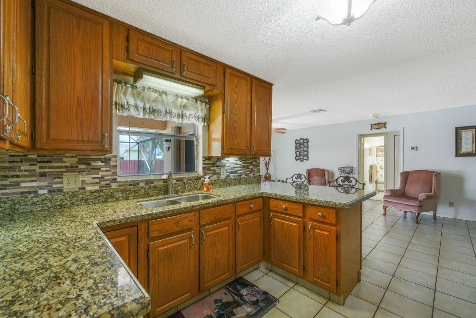 113 Santa Cruz Avenue Royal Palm Beach, FL 33411 photo 8
