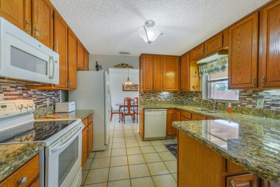 113 Santa Cruz Avenue Royal Palm Beach, FL 33411 photo 10