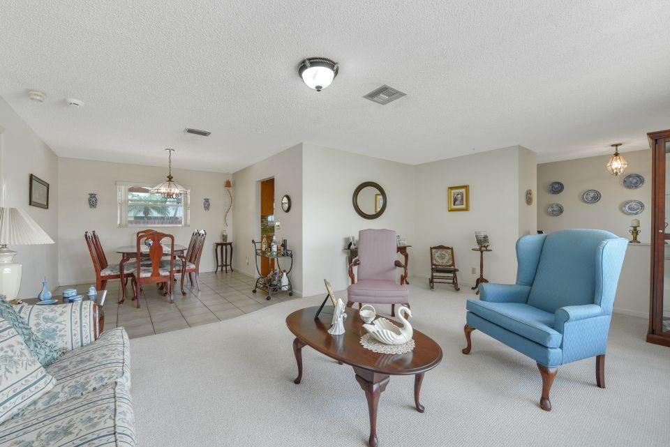 113 Santa Cruz Avenue Royal Palm Beach, FL 33411 photo 4