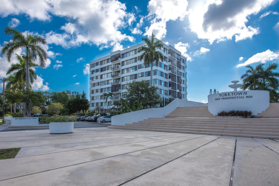 Home for sale in yorktown condo West Palm Beach Florida